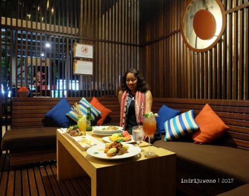 10-de-basilico-the-one-legian-kitchen-restaurant-sofa