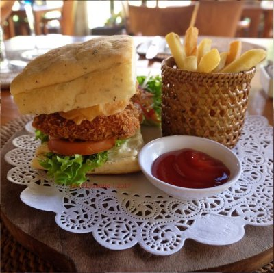 39-hotel-villa-lumbung-seminyak-bali-restaurant-barbeque-burger