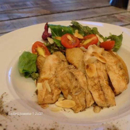 4-de-basilico-the-one-legian-kitchen-restaurant-chicken-olive
