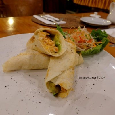 45-hotel-villa-lumbung-seminyak-bali-restaurant-burrito