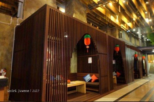 8-de-basilico-the-one-legian-kitchen-restaurant-sofa