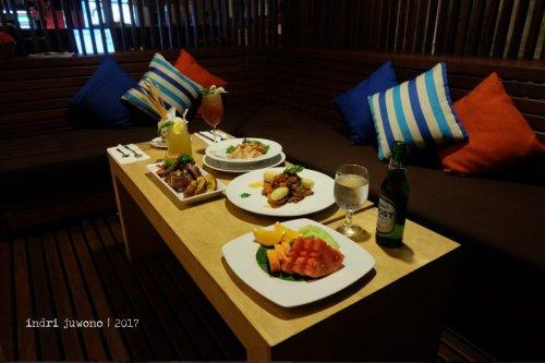 9-de-basilico-the-one-legian-kitchen-restaurant-sofa